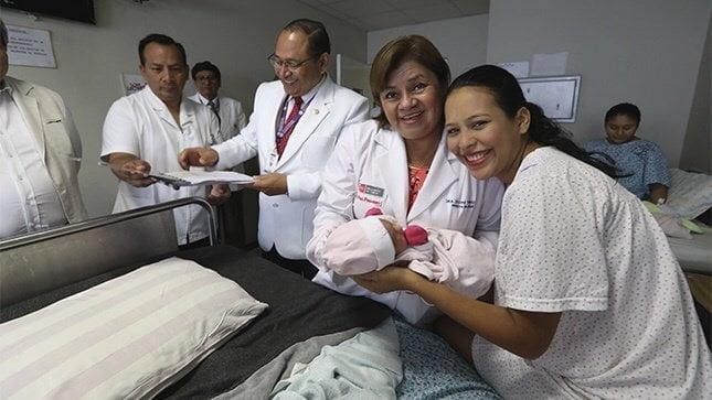 Lactancia materna exclusiva y vacunación completa son claves para niños sanos