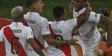 Perú derrota 3-1 a Bolivia con goles de Guerrero, Farfán y Flores