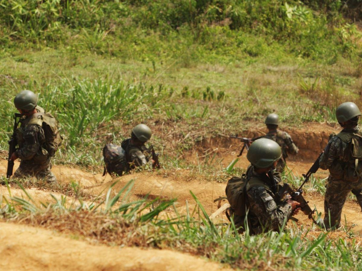 Soldados en operativo contra el narcoterrorismo