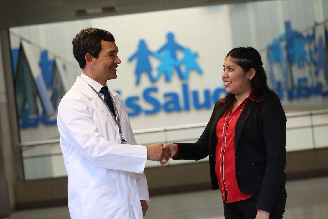 Médicos de EsSalud reconstruyen rostro de joven enfermera