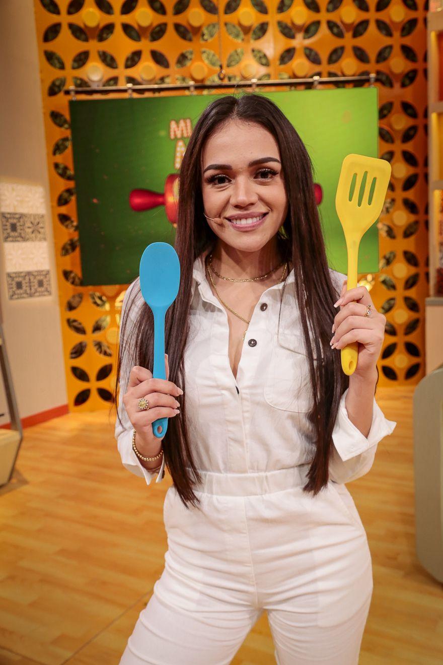 Mayra Goñi tuvo reto en la cocina, pronto lanza canción y anuncia gira
