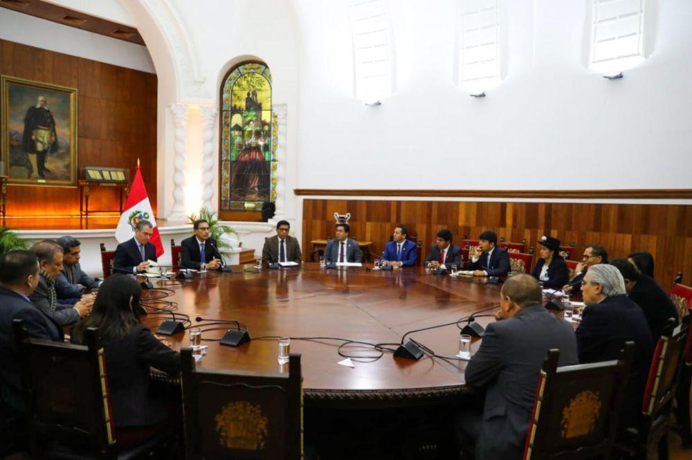 Martín Vizcarra se reunió con 6 bancadas del Congreso durante tres horas
