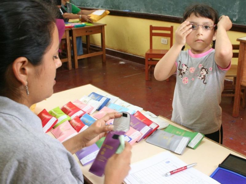 Miopía en niños aumenta por tablets y celulares