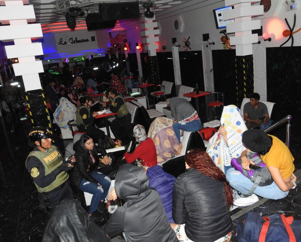 Intervienen a 64 extranjeras y clausuran local nocturno en Villa El Salvador