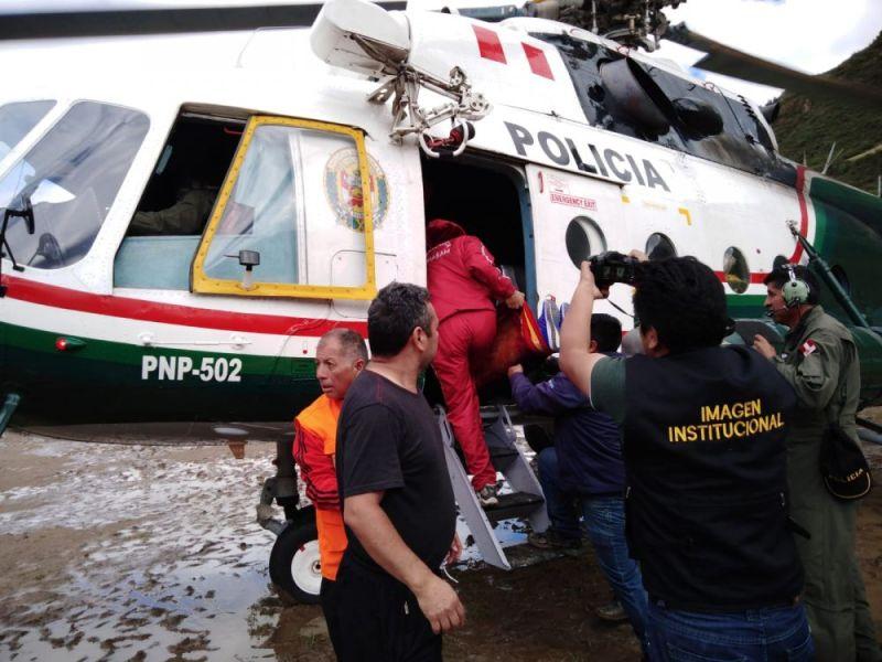 Helicóptero de la policía rescató a mujer embarazada damnificada por lluvias