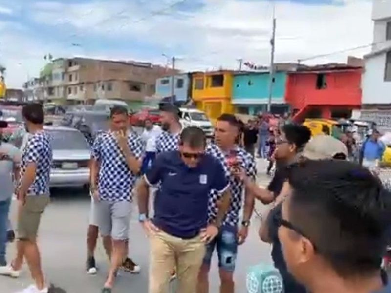 Jugadores de Alianza Lima llevaron ayuda a damnificados de Villa El Salvador