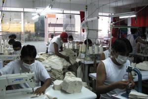 Adex: Textiles y confecciones siguen en caída pese a ligera mejora