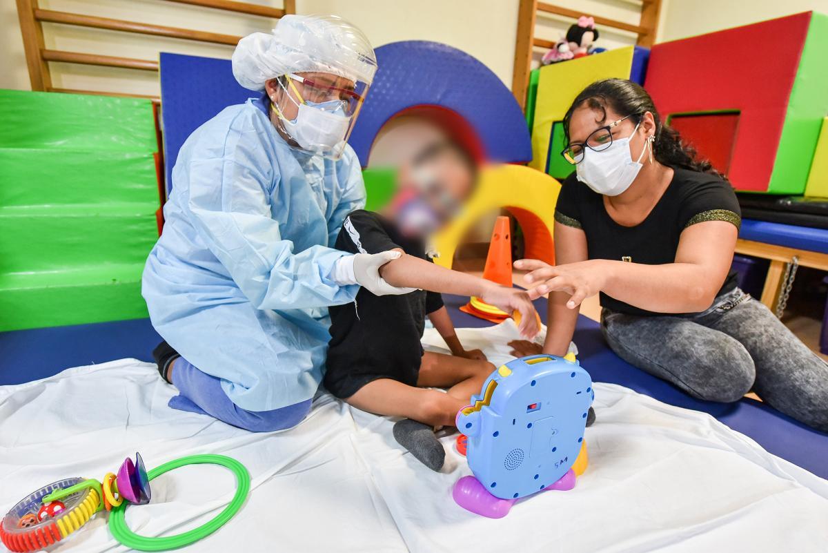 INSN de San Borja reinicia terapia física, ocupacional y del lenguaje para niños