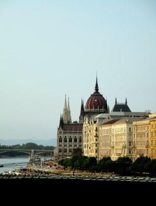 Première vue sur le Parlement