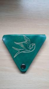 Monedero triangular cuero