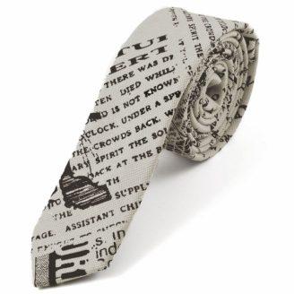 Corbata con estampado de periódico