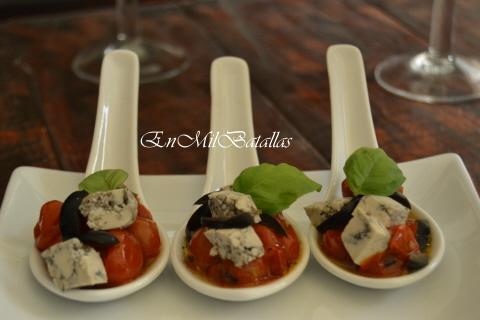 Cucharitas de aperitivo de tomatitos y tofu griego  En