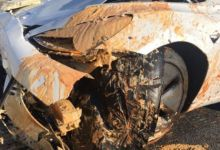 Photo of بالفيديو: سيارة تسلا يظن أنها تعمل على نظام أوتوبايلوت تصطدم بشاحنة مقلوبة