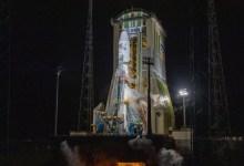 """صورة وكالة أنباء الإمارات – بالتزامن مع اليوم الوطني الـ49 .. إطلاق """"عين الصقر"""" إلى الفضاء بنجاح"""