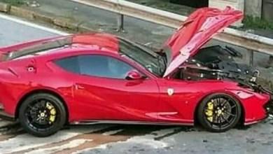 صورة فيراري 812 تتعرض لحادث بقيادة موظف مغسلة سيارات