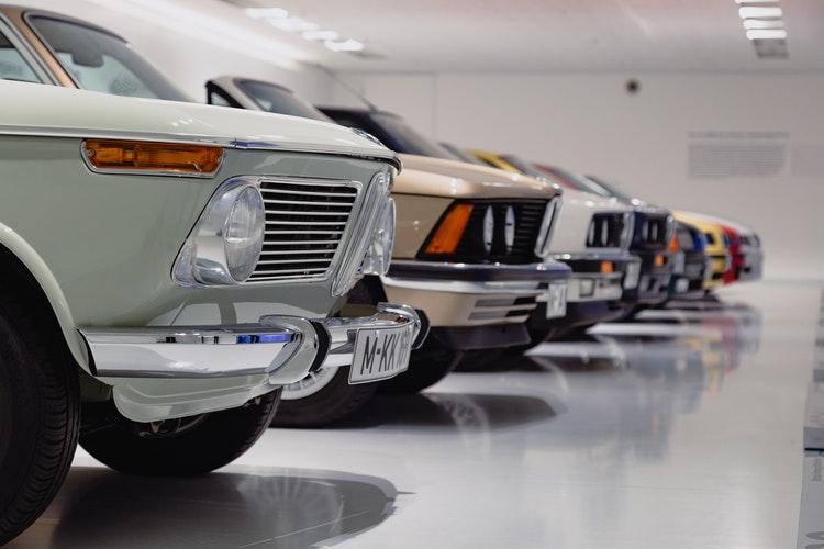 Cars (unsplash.com)