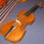 SFの武器かと思ったらバイオリンだったwww