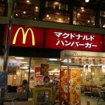 新宿のマクドナルド、、、席配置がエクストリーム過ぎる…。