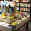 この書店の本の配置、完全にわざとだろ……w