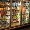 冷蔵庫の「取っ手」が壊れたコンビニ、とんでもないもので代用するww