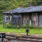 """北海道にあるこの廃駅…""""異世界への入り口""""感が凄い😱"""