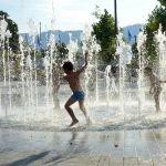 【動画】この子の噴水の楽しみ方が…悟りの境地に達している😂