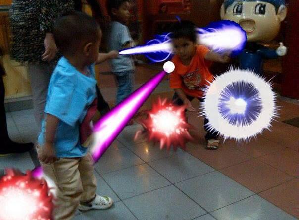 Aslam sedang bertarung di depan Hokben :D