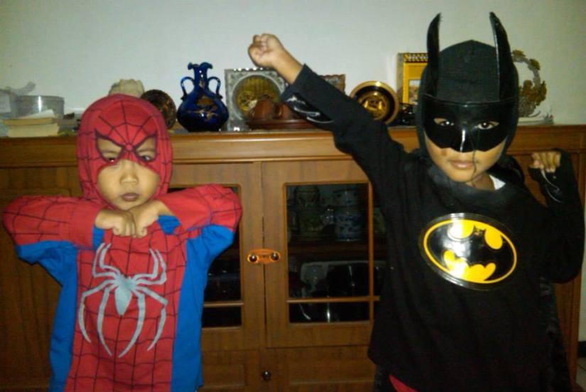 Role Playing sebagai Spiderman dan Batman