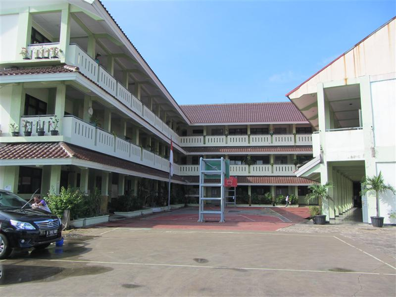 Gedung sekolah SMA 86