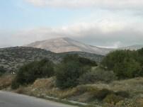 Από την οδό Γαλανέων φαίνεται στο βάθος το Πάνειο όρος