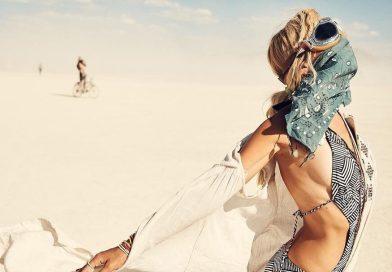 Красивая девушка на Burning man