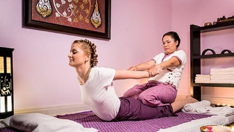 Боди массаж vs Традиционный тайский массаж - почему мужчины туристы уходят, не дождавшись окончания массажа в Таиланде. Традиционный тайский массаж не имеет ничего общего с общепринятым эротическим боди массажем. Отличие традиционного тайского массажа от боди массажа в Таиланде. Откуда произошел миф об эротичности тайского массажа.