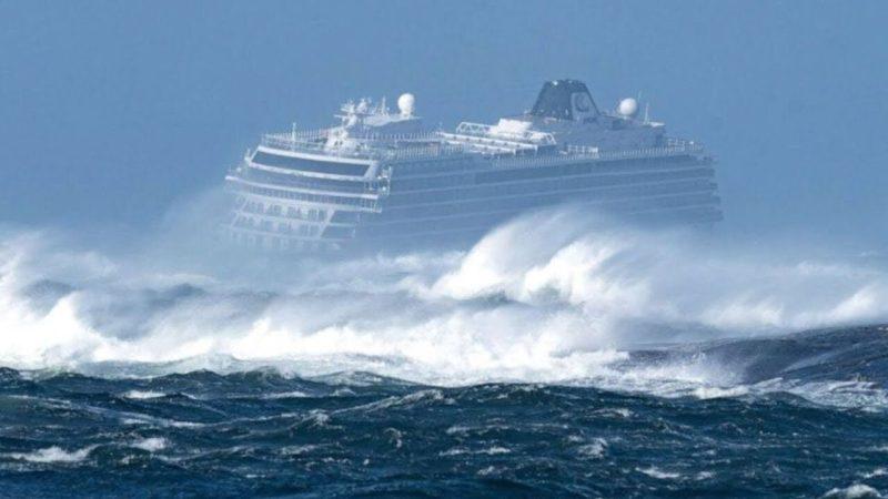 Круизный лайнер в шторм 12 баллов глазами пассажиров Круизные лайнер попадают в сильный шторм, что при этом испытывают пассажиры, реальное видео снятое пассажирами круизного лайнера в 12 бальный шторм