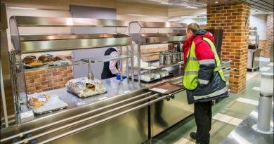 В аэропортах есть дешёвые столовые, как найти столовую для сотрудников Как дешево покушать в аэропорту, где находятся дешёвые столовые для сотрудников и персонала. Лайфхаки и полезные советы, как сэкономить путешествуя на самолете
