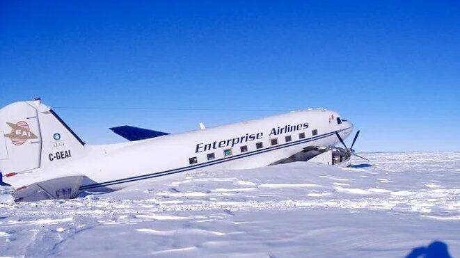 Почему над Антарктидой не летают самолеты. Над Бермудским треугольником полеты не запрещены, а над Антарктидой летать нельзя. 5 зон над планетой, где запрещено летать гражданской авиации/ Вы задумывались, почему над Антарктидой не летают самолеты, а над Бермудским треугольником полеты не запрещены? Где еще на нашей планете есть места, над которым нельзя летать пассажирским самолетам.