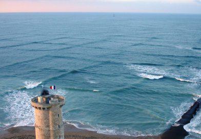 """Если увидели """"Квадратные волны"""" на море - уходите из воды! Чем опасно, это явление на Чёрном море. Чем опасны квадратные волны, как они образуются и где их можно увидеть. Квадратные волны на Чёрном море К чему приведет купание в квадратных волнах? И другие интересные факты о необычном природном явлении."""