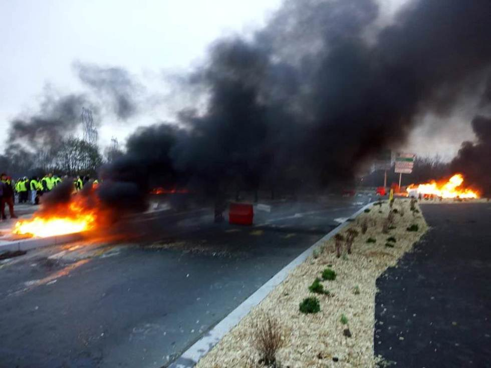 blocking-roads-by-setting-barricades-on-fire