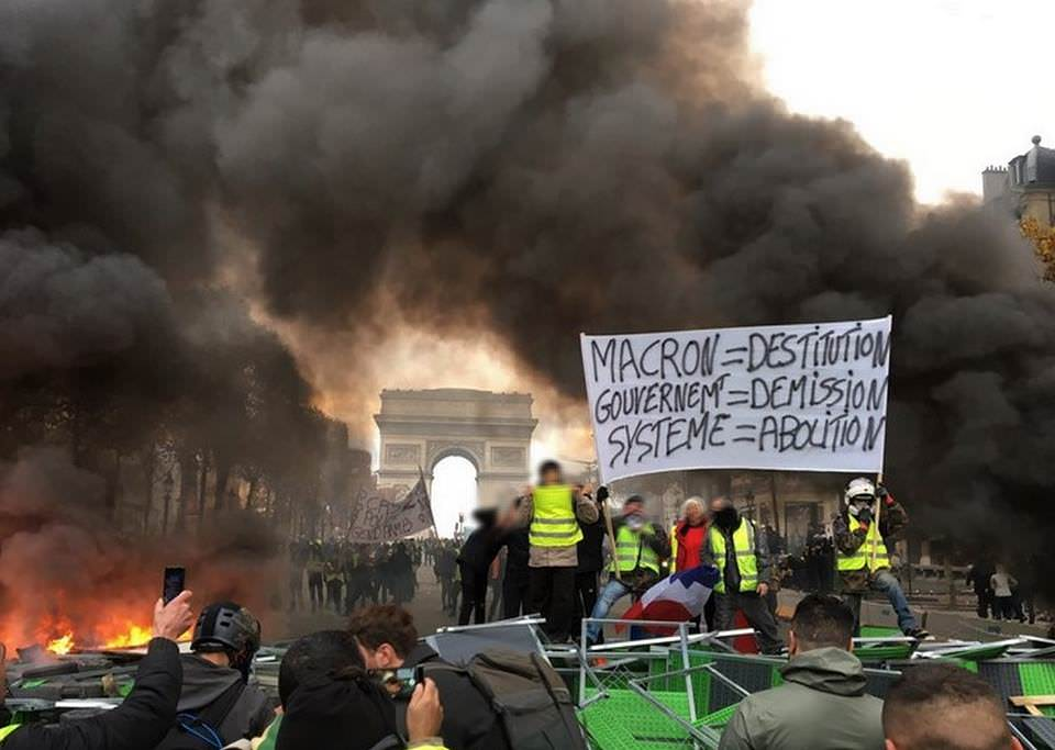 some-clear-claims-asking-for-the-destitution-of-macron-the-resignation-of-the-government-and-the-abolition-of-the-system