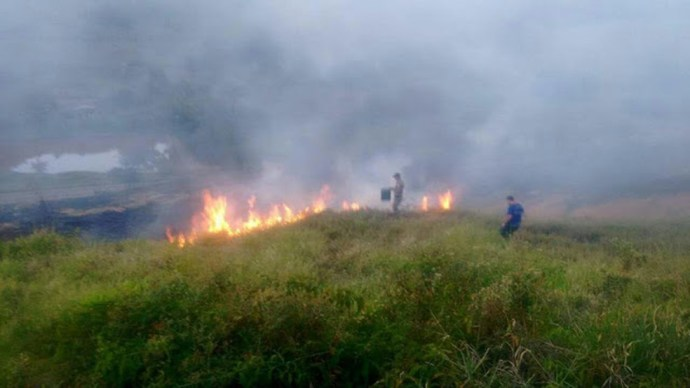Último incêndio provocado por ação do homem na cidade foi registrado na tarde da última segunda-feira (17), no bairro Cehab (Foto: Divulgação / Defesa Civil de Miracema)