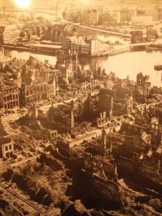 Foto del centro de Gdansk, destruido en más de un 90 por ciento en los bombardeos de la Segunda Guerra.