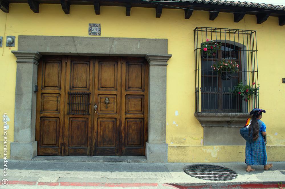 Una calle cualquiera de Antigua Guatemala.