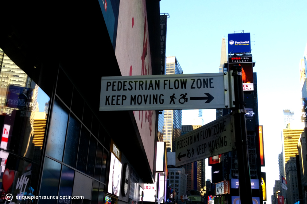 times square señal keep moving