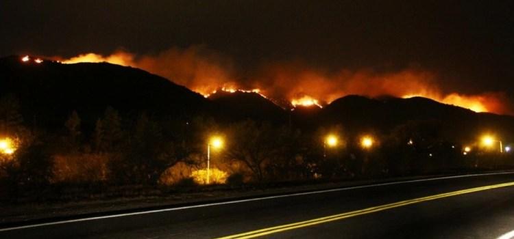 Por el avance del fuego, debieron cortar la autopista a Carlos Paz