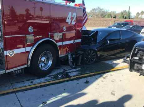 tesla autopilot crashes into fire truck