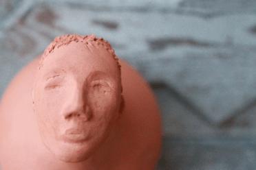 statua in terracotta