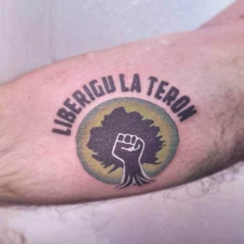 tatuaje-esperanto-liberigu-la-teron