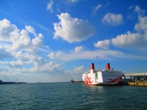 青い空への船出を待ち望む