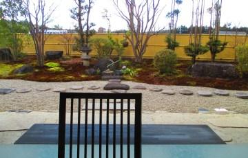 岐阜県川上屋の店内から見える粋な庭