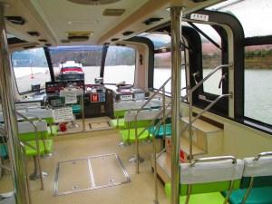 恵那峡 遊覧船の船内
