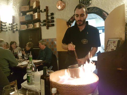 Preparazione del risotto mantecato nella forma di grana